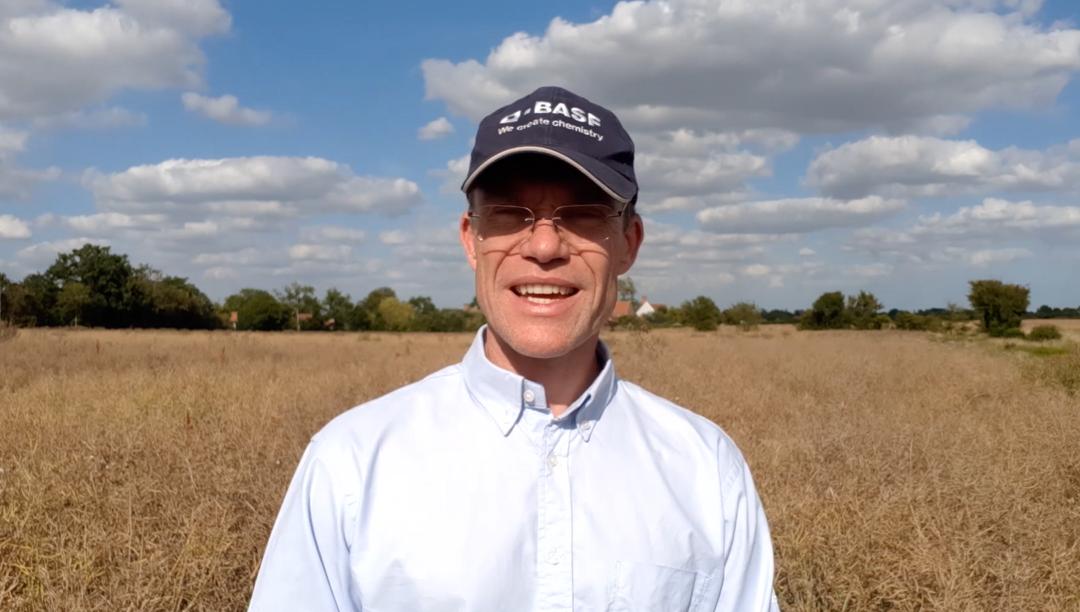 Herbicide faces de-regulation if growers don't start acting